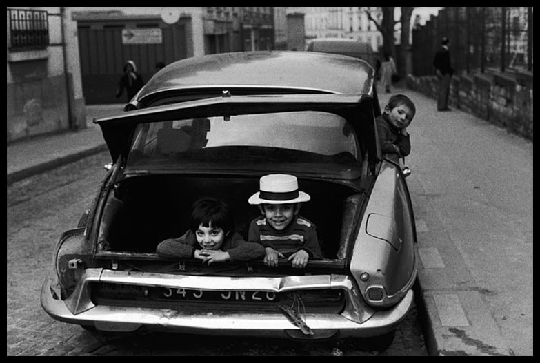Peter Turnley kids in boot