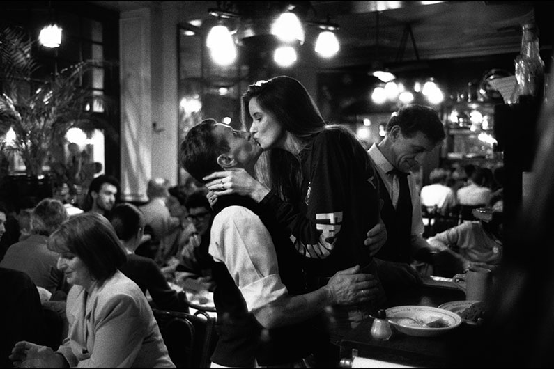 Peter Turnley Kiss